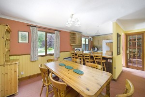 Oak Tree Lodge Dining and Kitchen