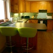 Kitchen and breakfast bar - Holly