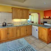 Hawthorn Cottage - the spacious kitchen